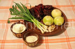 Лютика на баба със сухи чушки - продукти