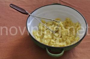 Картофено пюре - намачкване на картофите