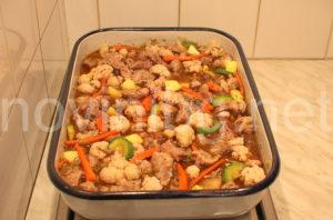 Печено свинско със зеленчуци - готово за печене