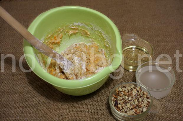 Кекс с тиква и канела - брашното е разбито
