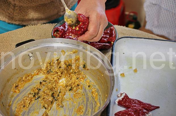 Пълнени чушки с ориз - пълнене на чушките
