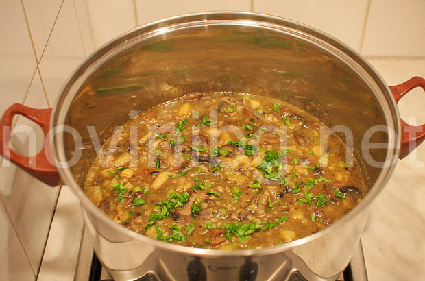 Рагу от гъби - яденето е готово