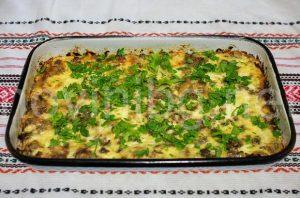 Мусака с хляб - готова в тавата