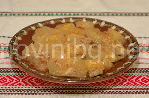 Пача - студена супа с чесън, оцет и лютив червен пипер