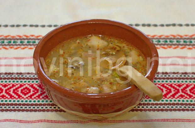 Пача - топла супа с чесън оцет и лют червен пипер