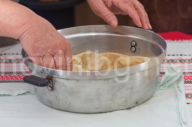 Бърза баница - подреждане на корите