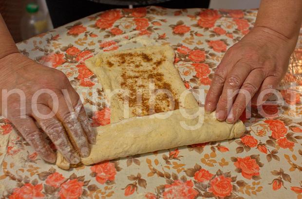 Домашна мазница с шарена сол - навиване на мазницата на руло