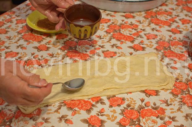 Домашна мазница с шарена сол - поливане с мазнина