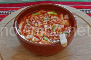 Разядка с лук и домати - добър апетит