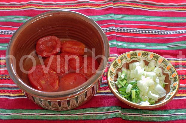 Разядка с лук и домати - направа