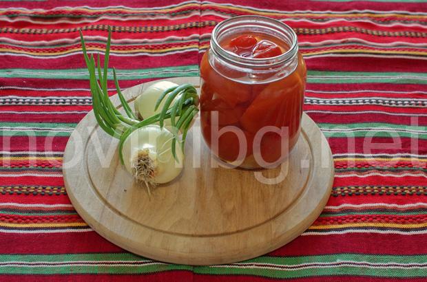 Разядка с лук и домати - продукти