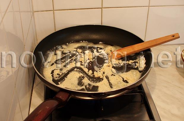 Рецепта за закуска с яйца - правене на сос Бешамел