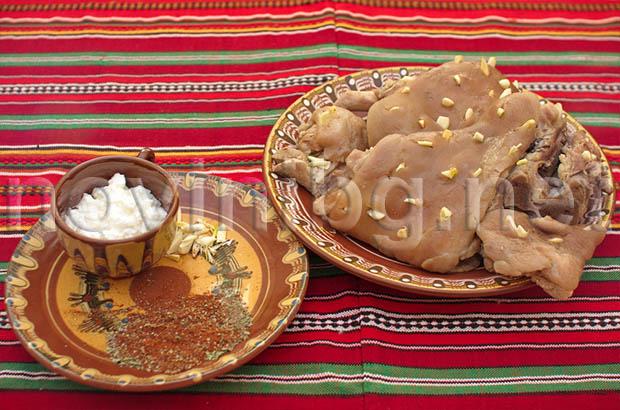 Сочен свински джолан - напълнен с чесън и подправки